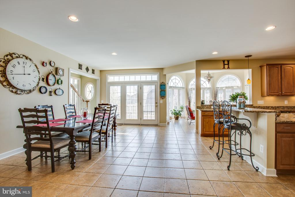 Bright & open kitchen offers plenty of table space - 5916 DEEP CREEK DR, FREDERICKSBURG