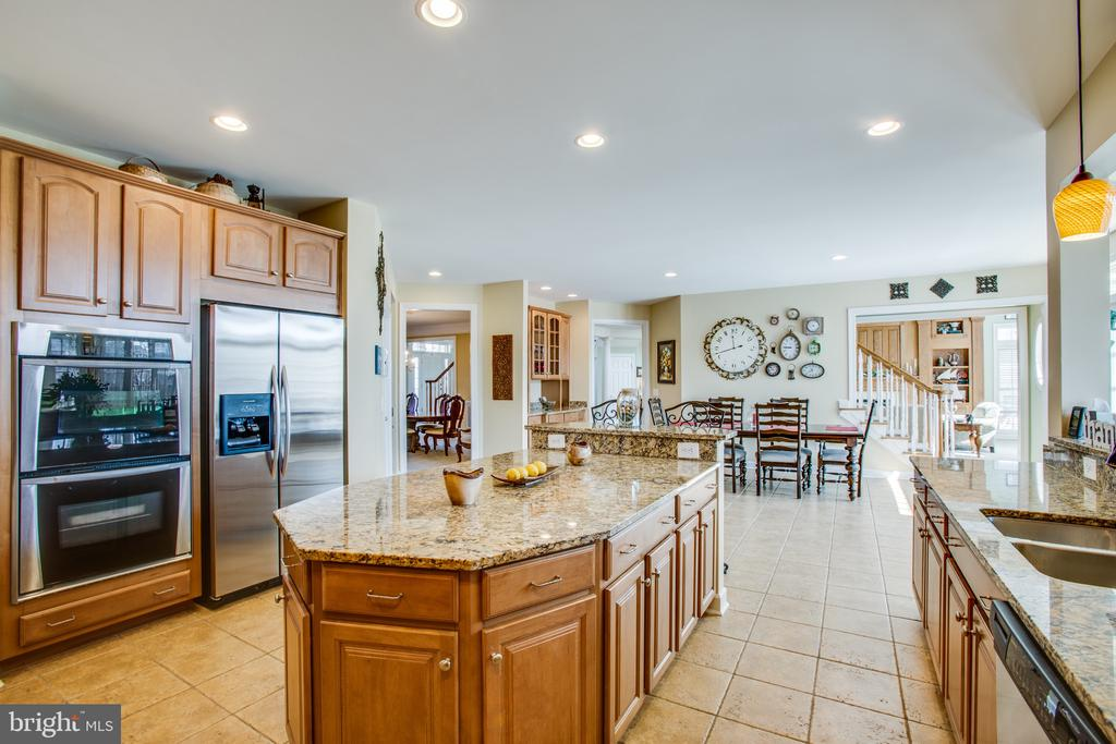 Stainless steel appliances & plenty of prep space - 5916 DEEP CREEK DR, FREDERICKSBURG