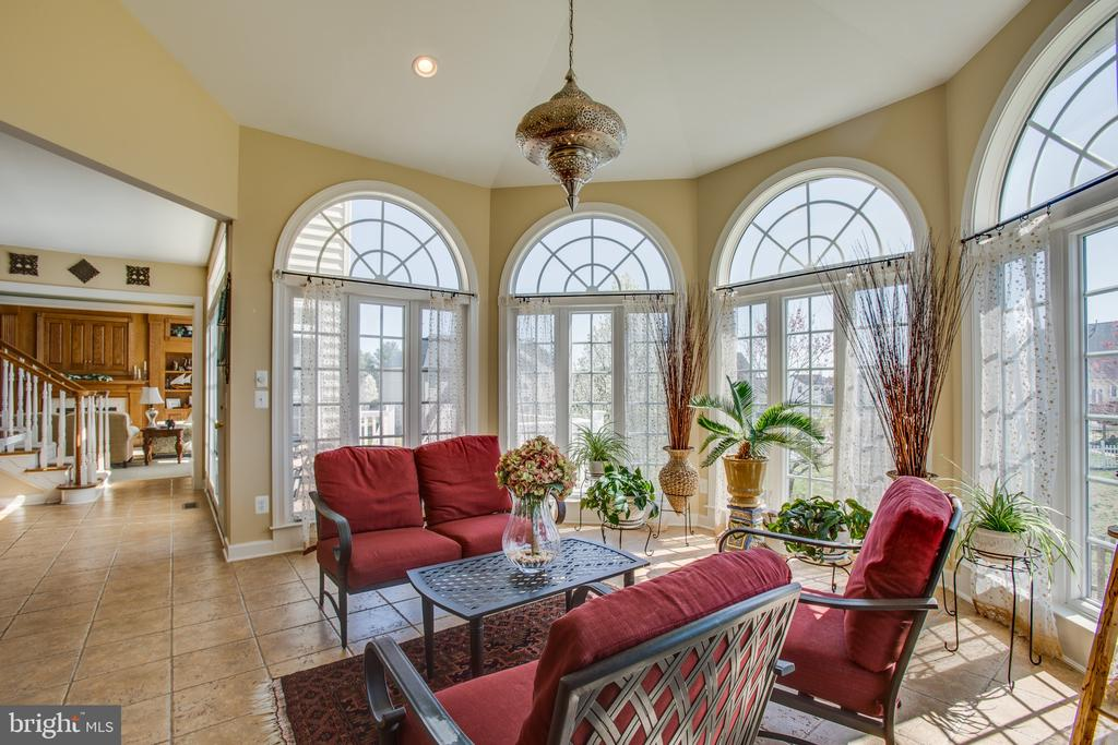 Open concept makes living & entertaining a dream - 5916 DEEP CREEK DR, FREDERICKSBURG