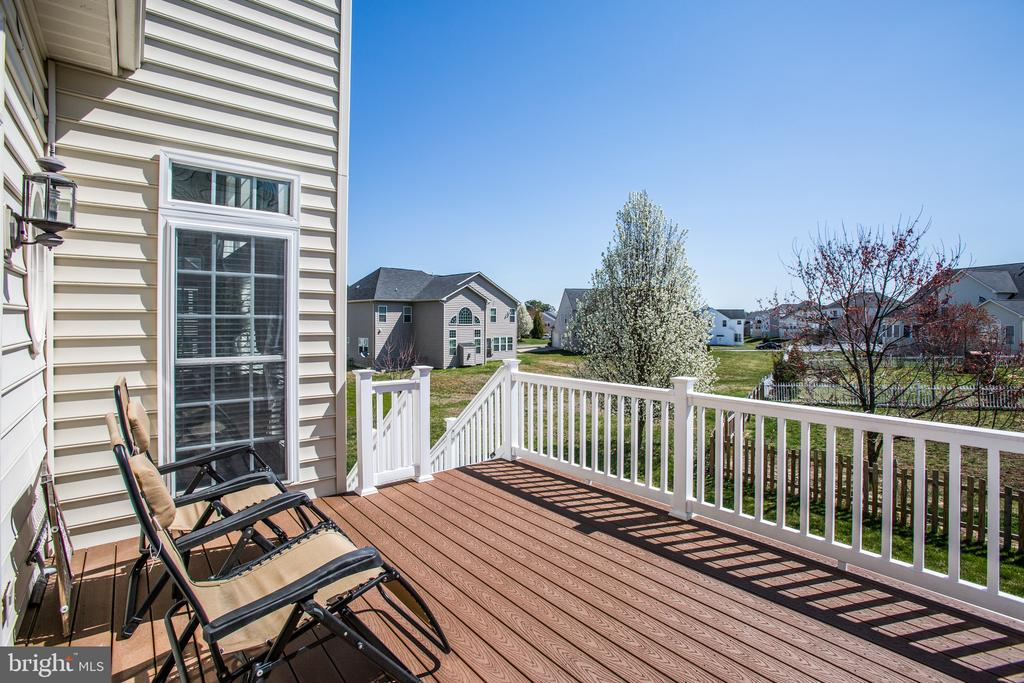 New low-maintenance Trex deck! - 5916 DEEP CREEK DR, FREDERICKSBURG