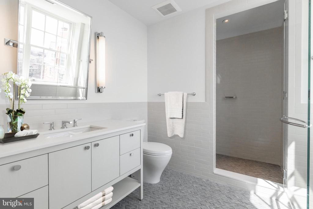 Third Bedroom En Suite Bathroom - 2660 CONNECTICUT AVE NW #PH 3, WASHINGTON
