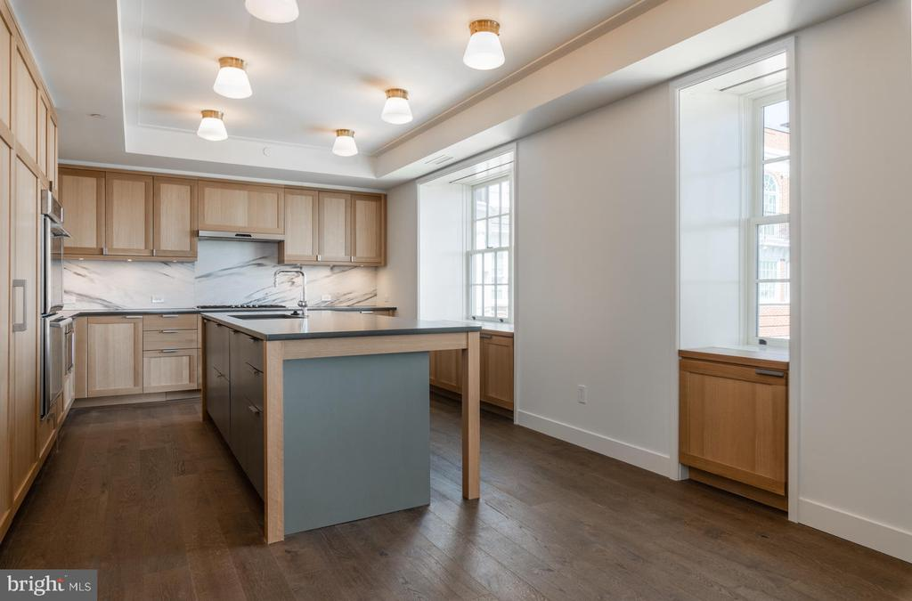 Gourmet Table Space Kitchen with Breakfast Bar - 2660 CONNECTICUT AVE NW #7B, WASHINGTON