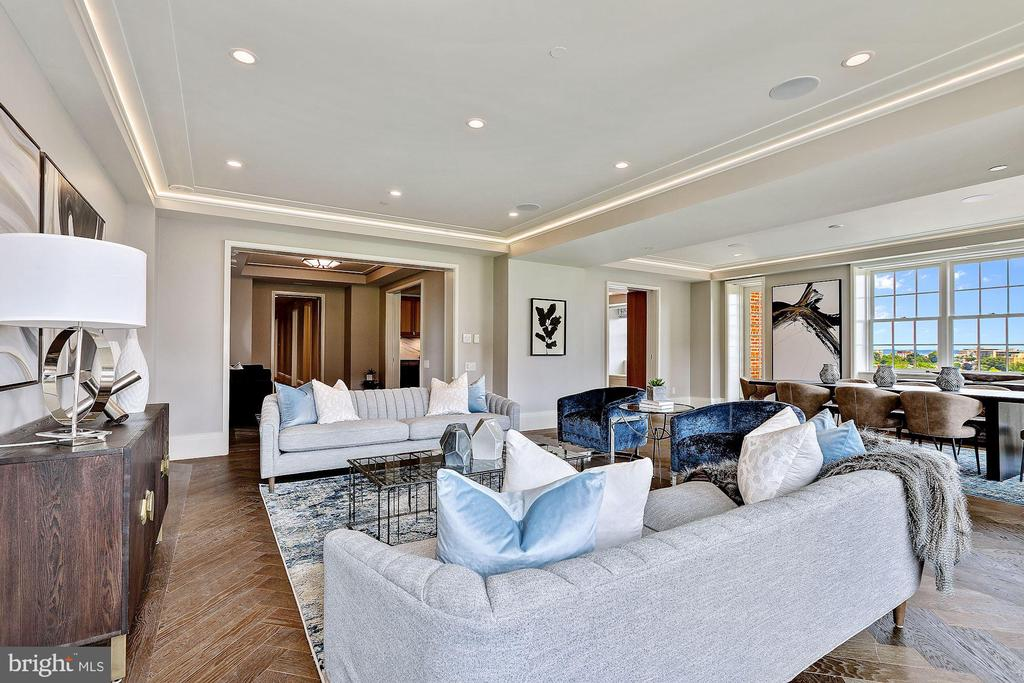 Living and Dining Area offers Monument Views - 2660 CONNECTICUT AVE NW #5D, WASHINGTON