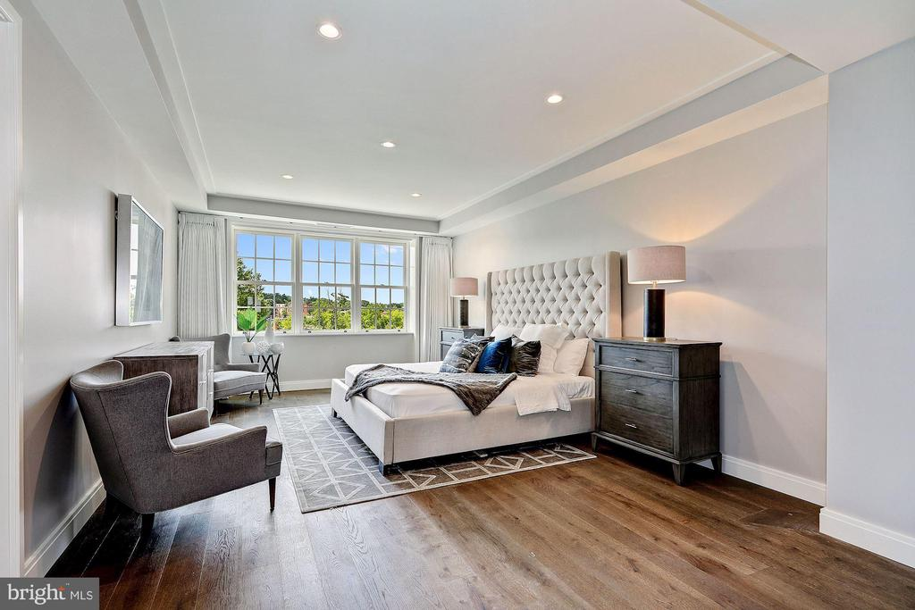 Tranquil Master Bedroom with Garden Views - 2660 CONNECTICUT AVE NW #5D, WASHINGTON