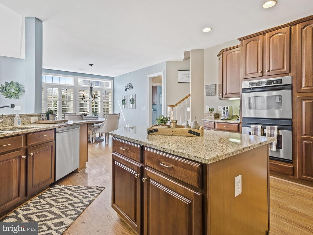 Kitchen with Center Island - 5203 ROSALIE RIDGE DR, CENTREVILLE