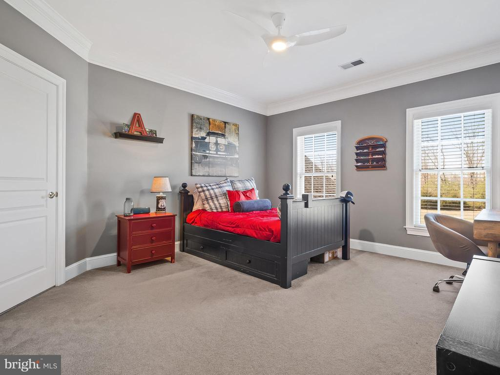 Bedroom 2 with private bathroom - 5203 ROSALIE RIDGE DR, CENTREVILLE