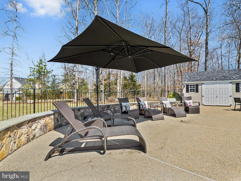 Custom rock seating wall with  storage building - 5203 ROSALIE RIDGE DR, CENTREVILLE