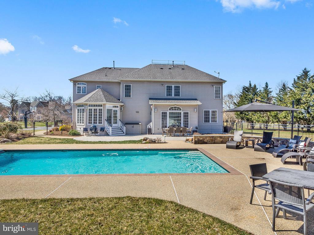 Huge Backyard Oasis - 5203 ROSALIE RIDGE DR, CENTREVILLE