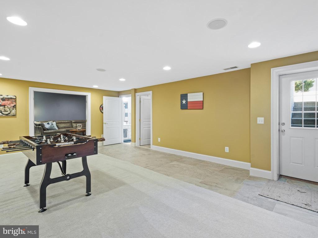 Basement with tile entrance - 5203 ROSALIE RIDGE DR, CENTREVILLE