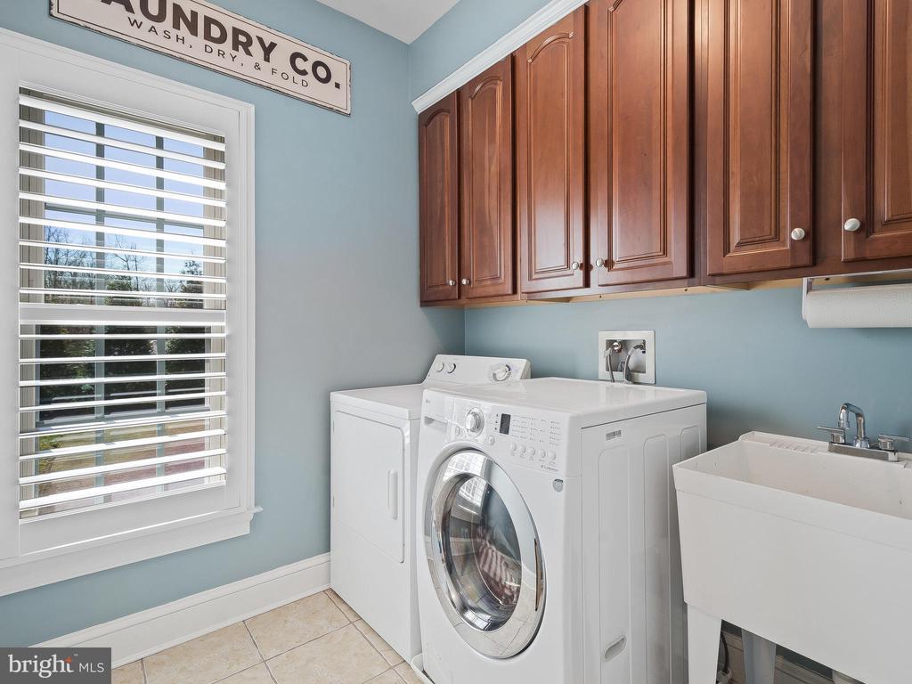 Main Level Laundry Room - 5203 ROSALIE RIDGE DR, CENTREVILLE