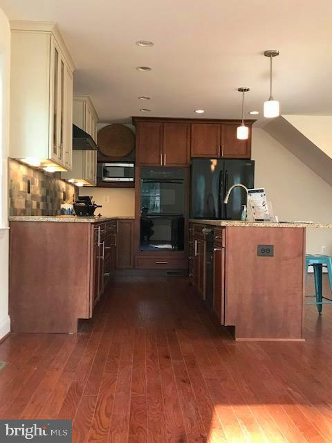 Kitchen side view with double oven - 5201 MOUNT VERNON MEMORIAL HWY, ALEXANDRIA