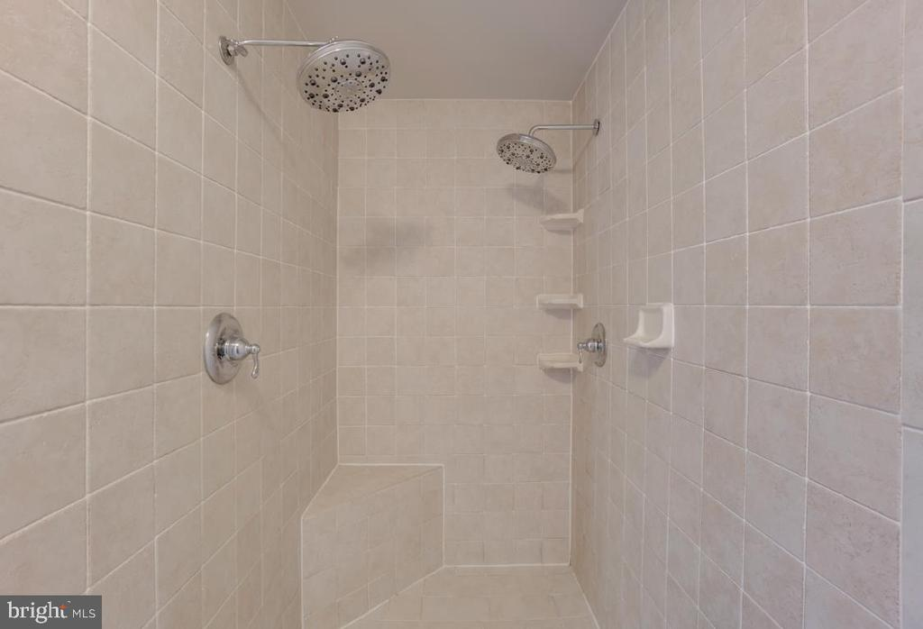 Walk in Double Shower Heads and Bench - 336 WINDERMERE DR, STAFFORD