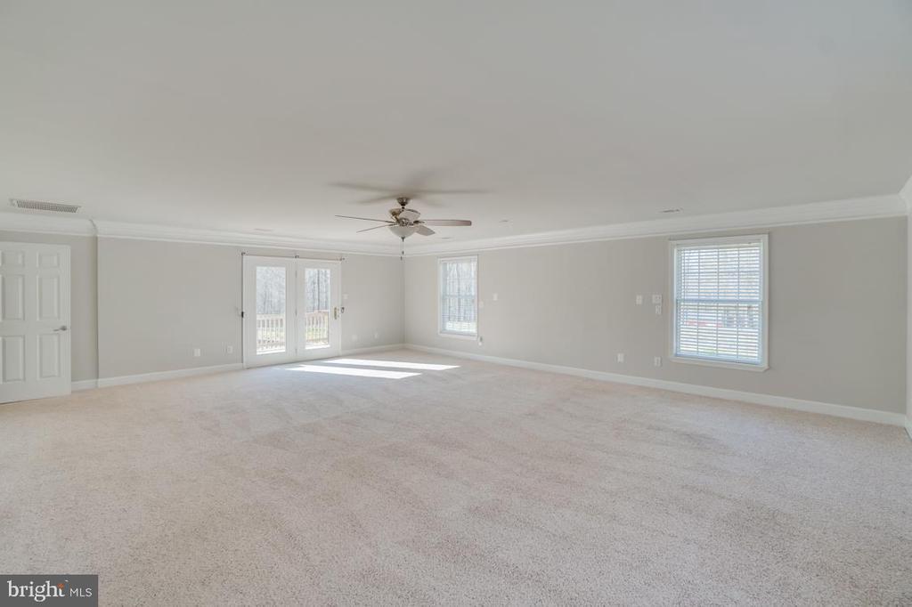 Expansive Master Bedroom Area - 336 WINDERMERE DR, STAFFORD