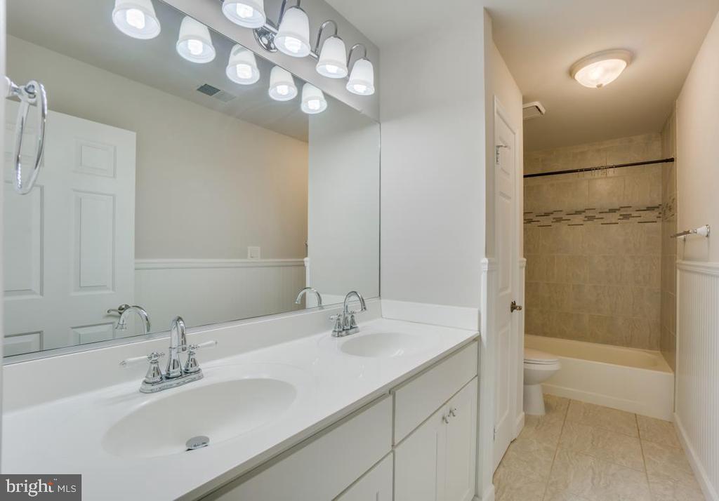 Full Bathroom 3 on Main Level - 336 WINDERMERE DR, STAFFORD