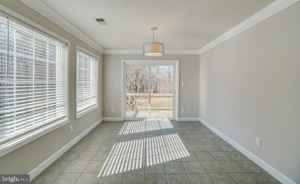 Tiled Breakfast Area off Kitchen - 336 WINDERMERE DR, STAFFORD