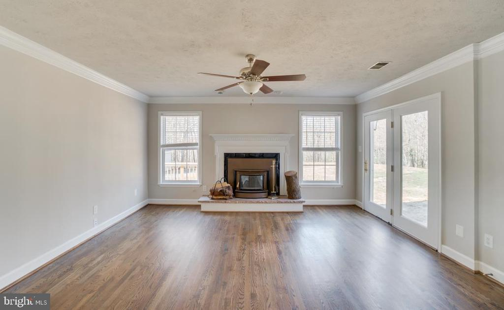 Fireplace in Family Room - 336 WINDERMERE DR, STAFFORD