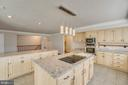 Large Kitchen off Family Room - 336 WINDERMERE DR, STAFFORD