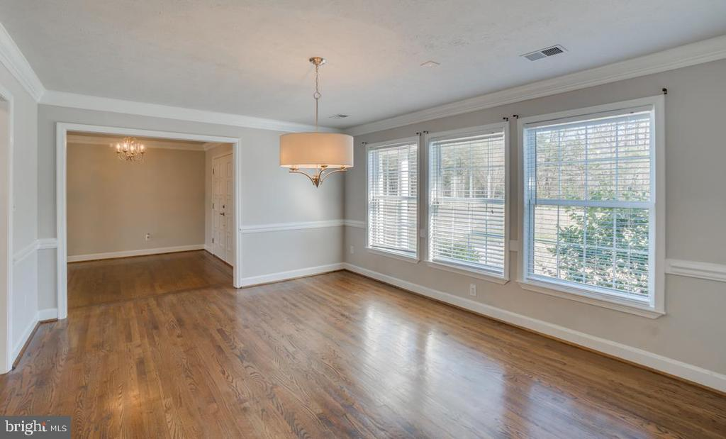 Crown Molding and Chair Rail in Formal Dining Room - 336 WINDERMERE DR, STAFFORD