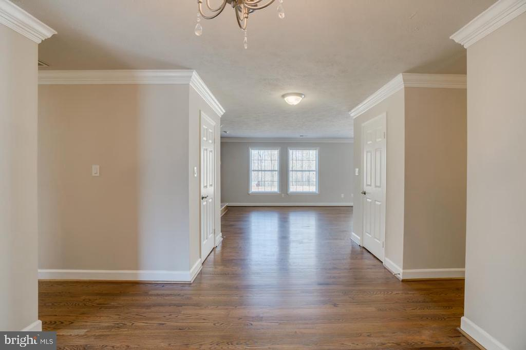 Main Area Hall - 336 WINDERMERE DR, STAFFORD