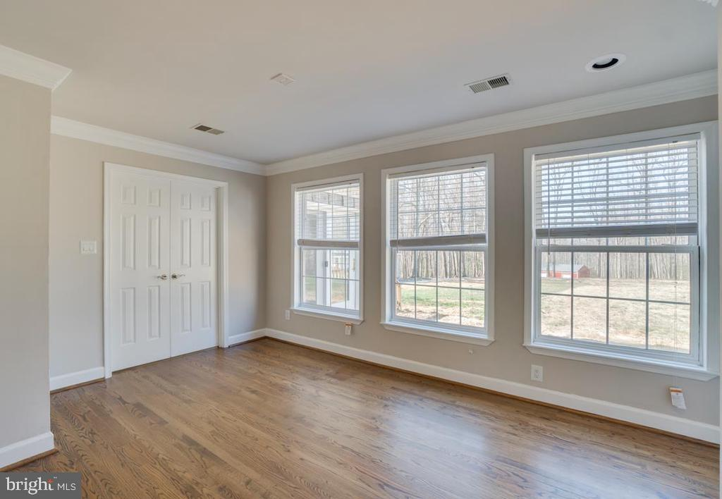 Tons of Natural Light through out - 336 WINDERMERE DR, STAFFORD