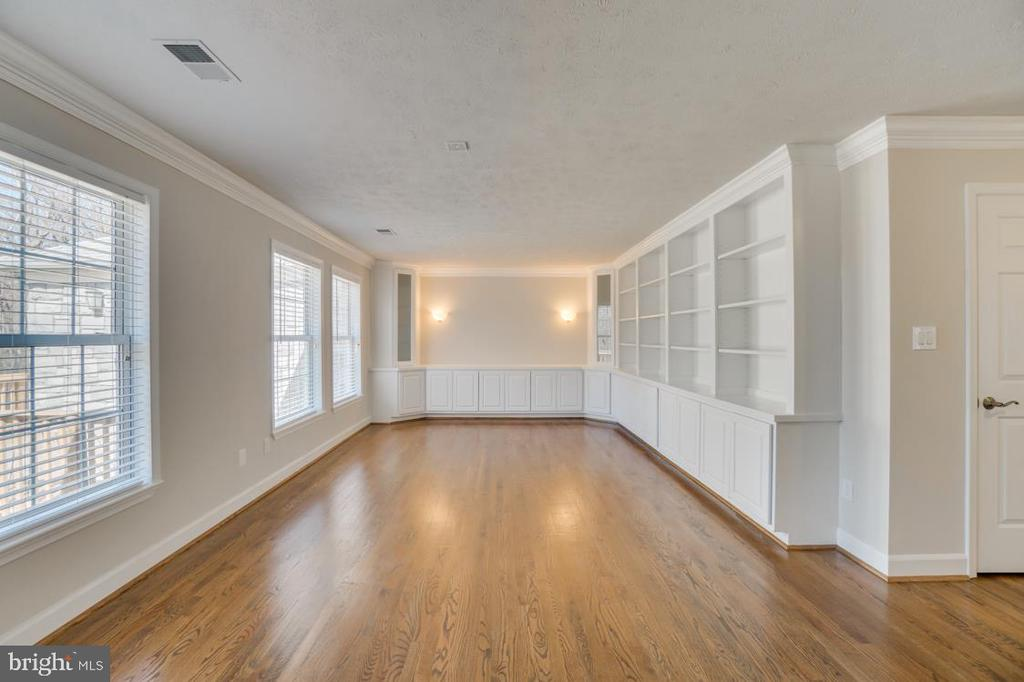 Study/Office  opens up to the Family Room - 336 WINDERMERE DR, STAFFORD