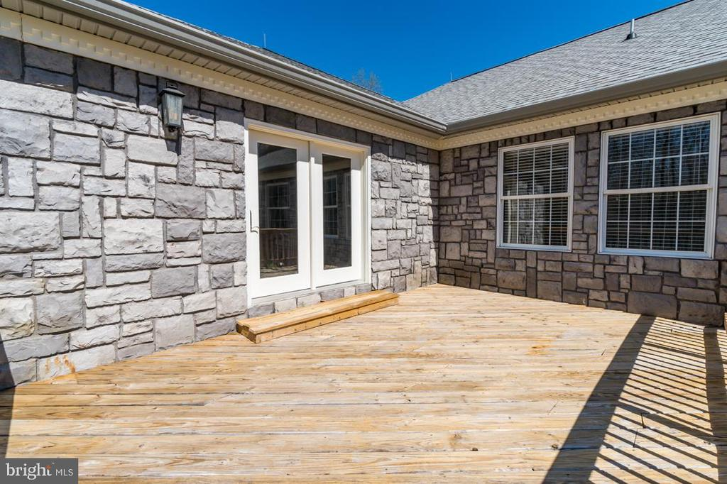 Wooden Rear Deck - 336 WINDERMERE DR, STAFFORD