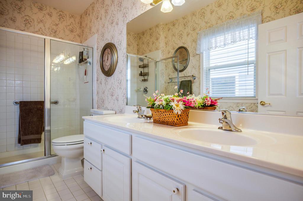 Master Bath w/ Shower - 25 BUCHANAN CT, FREDERICKSBURG