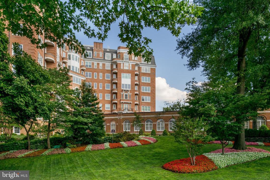 Wardman Tower Lush Gardens - 2660 CONNECTICUT AVE NW #4C, WASHINGTON