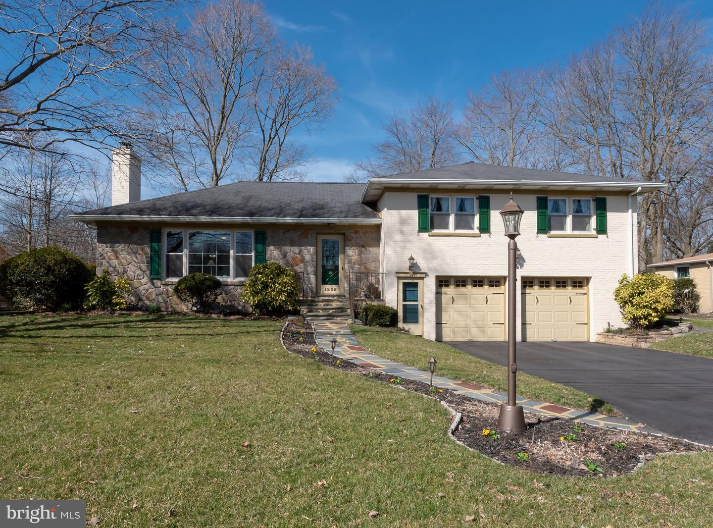 Photo of home for sale at 1206 Norbee Drive, Wilmington DE