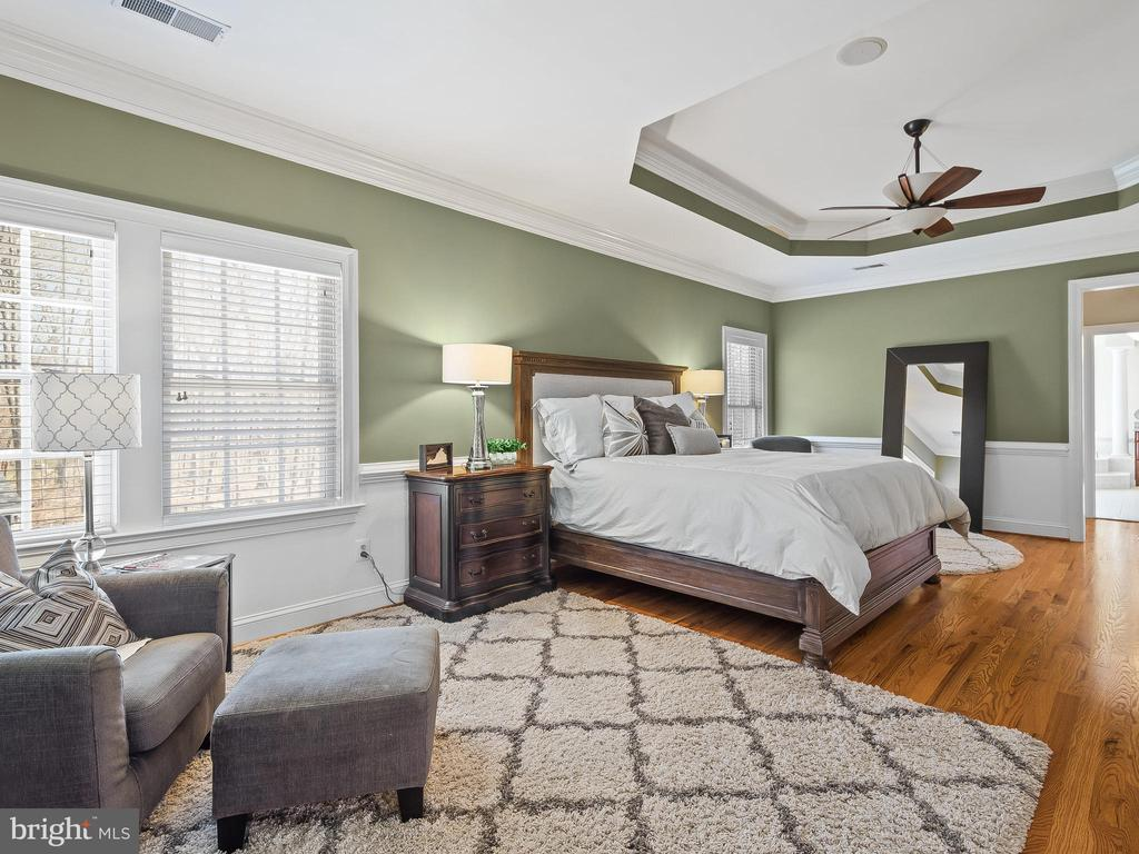 Master Bedroom with Sitting Area - 5203 ROSALIE RIDGE DR, CENTREVILLE