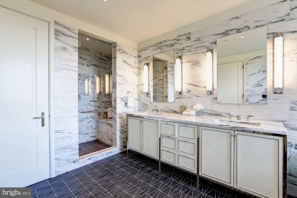 Luxurious Master Bathroom - 2660 CONNECTICUT AVE NW #4C, WASHINGTON