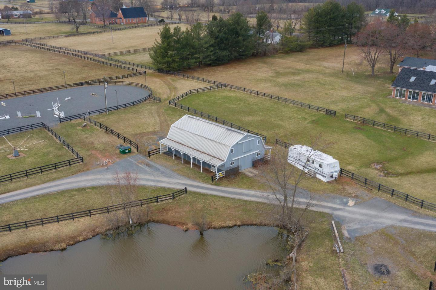 Farm for Sale at 42873 Lucketts Rd Leesburg, Virginia 20176 United States