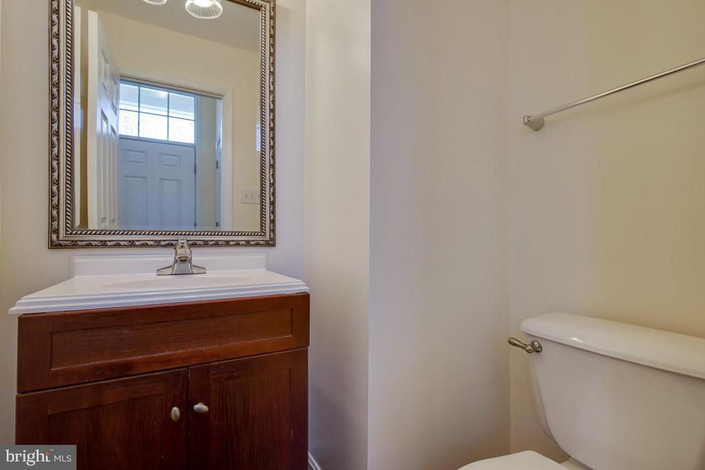 Powder room in foyer - 11058 DOUBLEDAY LN, MANASSAS