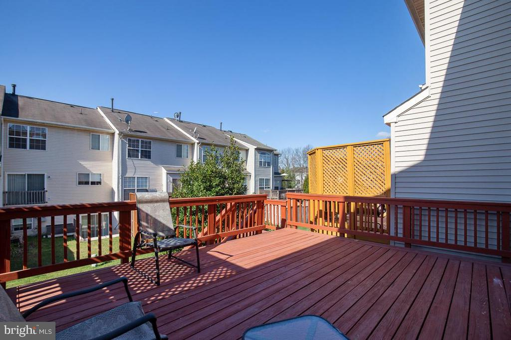 Deck off the kitchen - 11058 DOUBLEDAY LN, MANASSAS