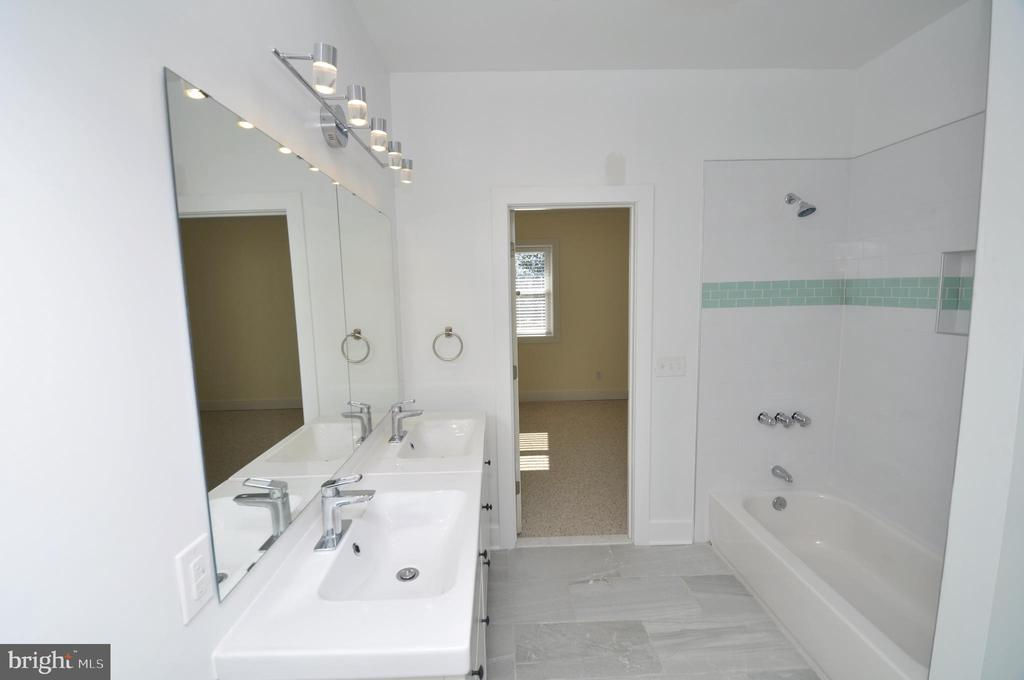 Bath room - 2023 SPRUCE DR NW, WASHINGTON