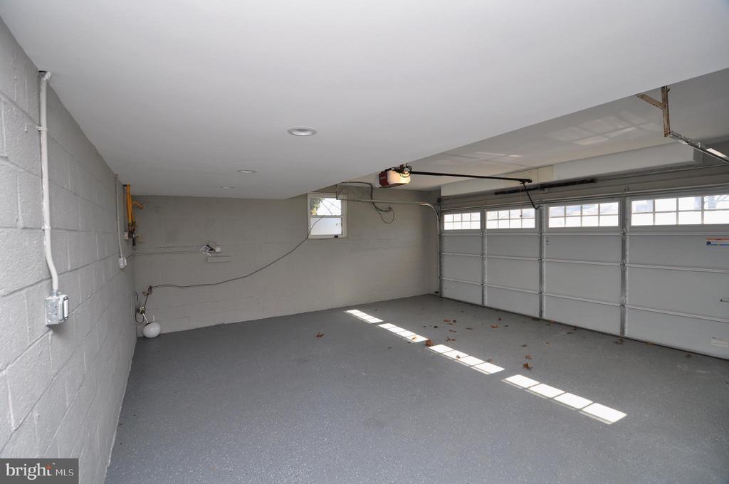 Garage - 2023 SPRUCE DR NW, WASHINGTON