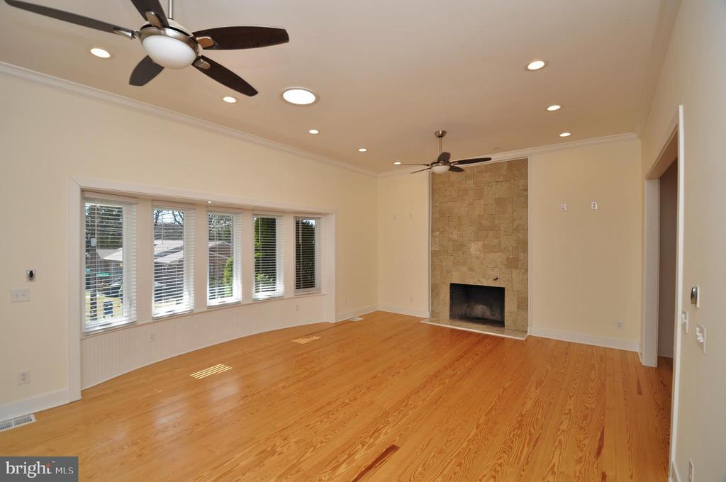 Living Room - 2023 SPRUCE DR NW, WASHINGTON
