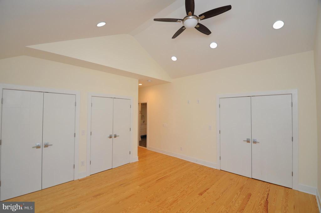 Bedroom - 2023 SPRUCE DR NW, WASHINGTON