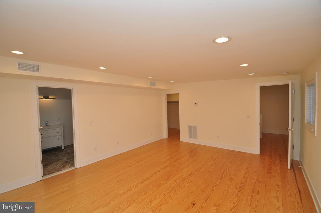 Master Bedroom - 2023 SPRUCE DR NW, WASHINGTON