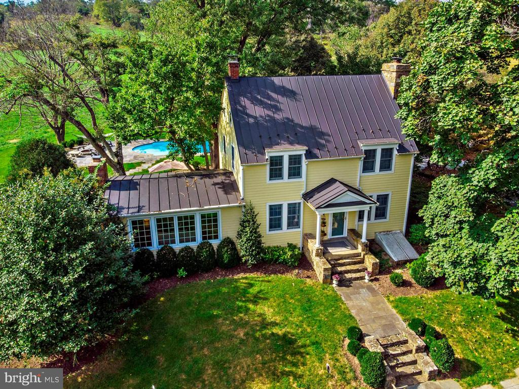 Ultimate Virginia farmhouse with pool - 35422 PAXSON RD, ROUND HILL