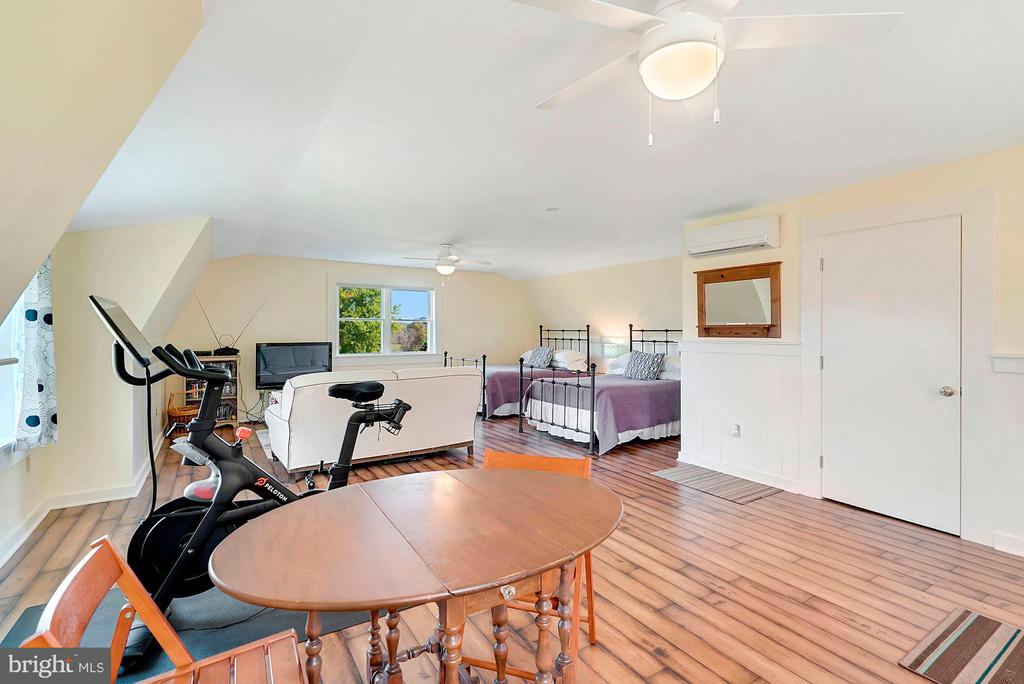 So spacious with new everything! - 35422 PAXSON RD, ROUND HILL