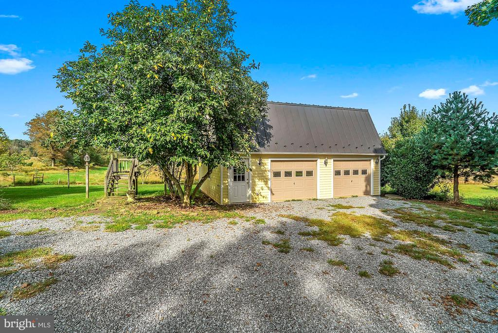 Detached garage and efficiency apartment - 35422 PAXSON RD, ROUND HILL