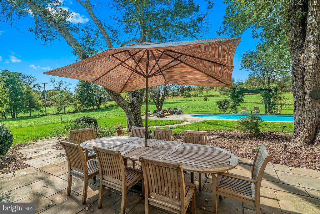 One of multiple outdoor seating areas - 35422 PAXSON RD, ROUND HILL