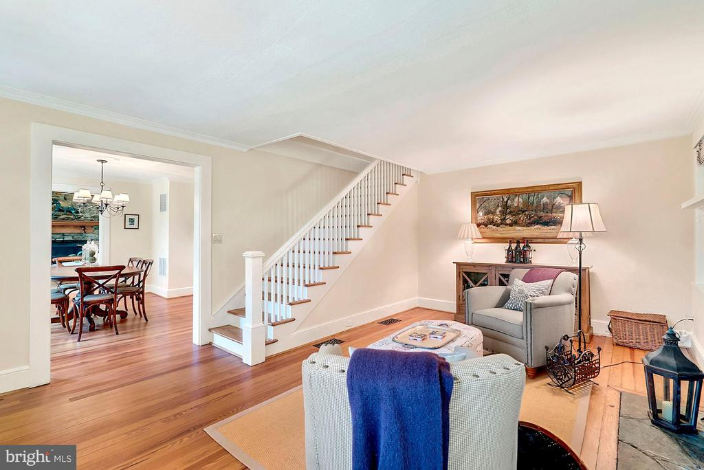 Reclaimed wood floors throughout - 35422 PAXSON RD, ROUND HILL