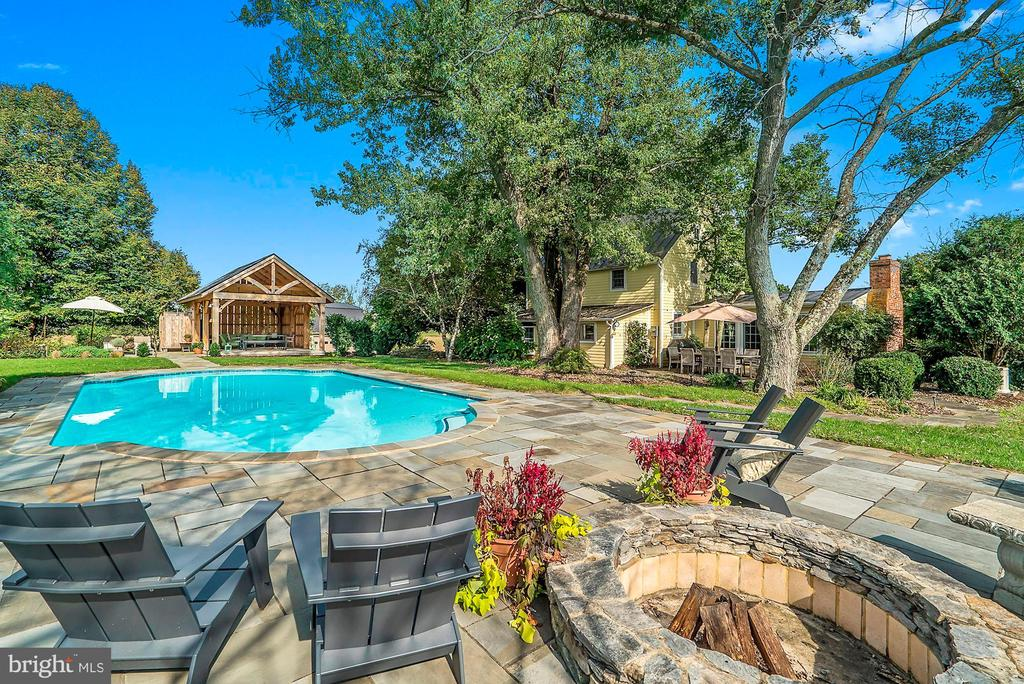 Firepit, pool and pavilion - 35422 PAXSON RD, ROUND HILL