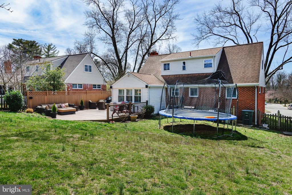 Beautiful, large backyard with mature trees - 4651 STRATHBLANE PL, ALEXANDRIA