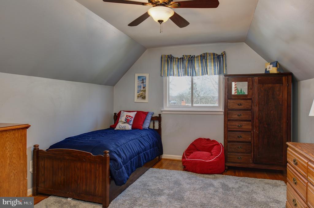 Upper level bedroom - 4651 STRATHBLANE PL, ALEXANDRIA