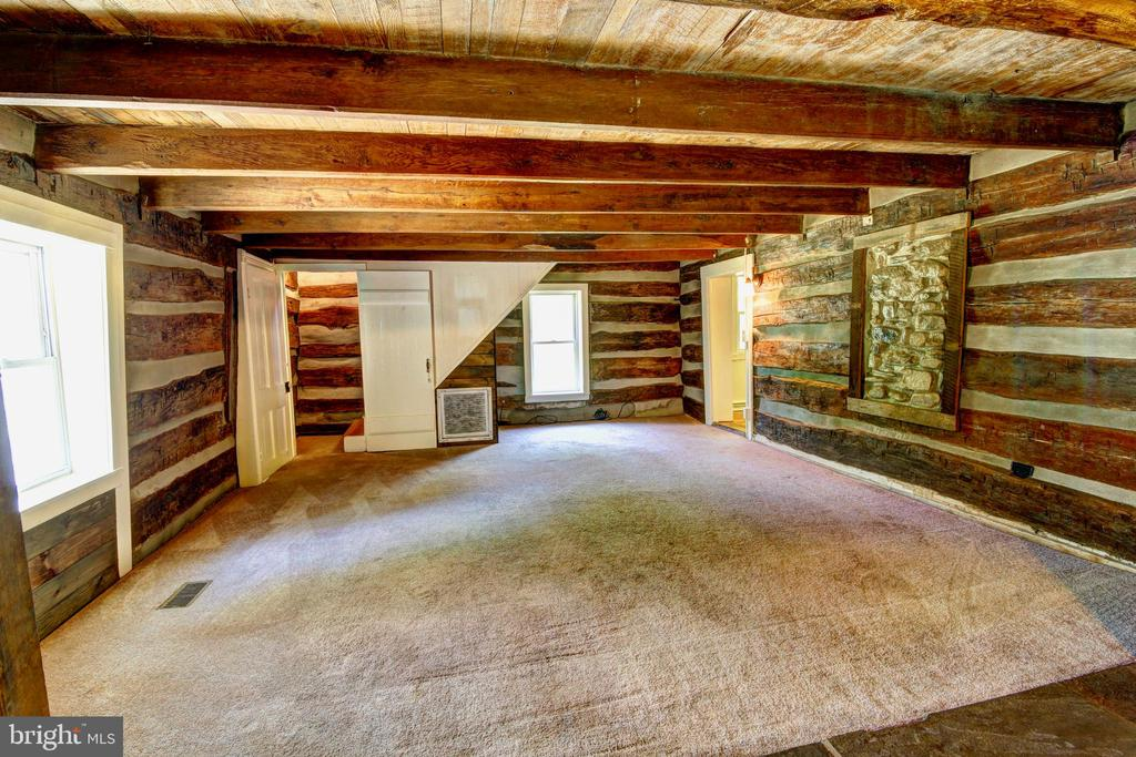 Family room in original log cabin - 37291 BRANCHRIVER ROAD, PURCELLVILLE