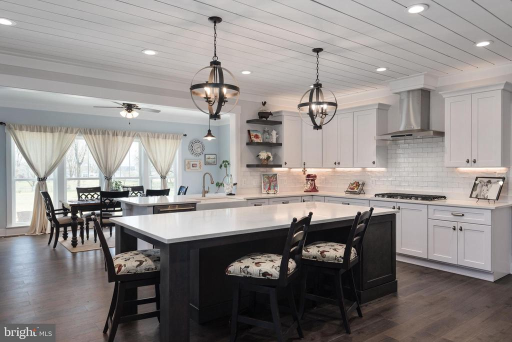Beautiful, spacious island w/ attractive pendants. - 79 INDIAN POINT RD, STAFFORD