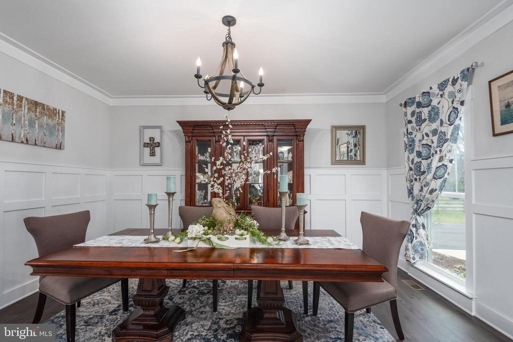 Formal dining room with country wainscoting. - 79 INDIAN POINT RD, STAFFORD